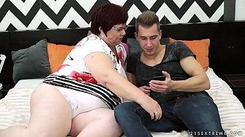 الألمانية أحمر الشعر مارس الجنس مع حفيدها شاب يبلغ من العمر 19 عاما