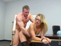 A Muscular Teacher Pulls Tongues In Her Pussy And Fucks