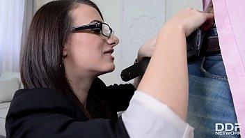 La Señora Con El Culo Grande Tetas Falsas Obtiene Montón De Mierda En La Oficina