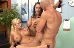 Threesome Sex With Carmella Bing