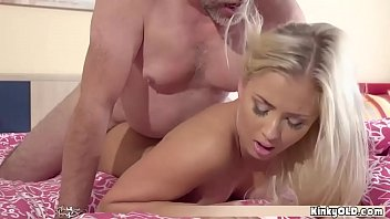 A Porno With The Blonde, Causing The Man To Its Spermeze On The Front