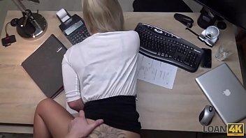 Gezwungen Sex Im Büro Mit Contanila Fickt In Der Rückseite Der Beine