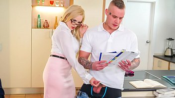 Kinky Tutor - Milf Caliente Angel Wicky Seduce A & Flequillo Estudiante