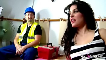 Having Sex With A Contractor After The Work, He Fucks A Brunette Curoasa