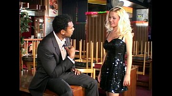 Es Una Hermosa Rubia, Pero Un Hambre De La Rata, La Polla Teniendo Sexo Con Un Hombre Negro De Lo Que Le Gustaría Escuchar Como Grita Cuando Yo Vete A La Mierda