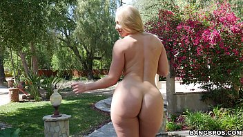 Blonde Naked That Likes To Be Fucked In The Nature