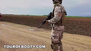 Tour De BotÍn - Soldados Estadounidenses En El Medio Oriente Negociar El Uso De Cabra Como De Pago