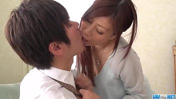 Une Fille Japonaise Baise Avec Son Partenaire