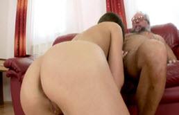 Le Sexe Oral Avec Un Vieil Homme Cornée