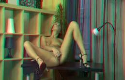 विकृत खोलता है उसके पैरों के लिए उसे नए Dildo