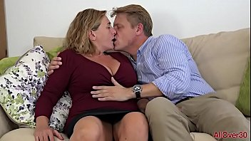 Having Sex With A Mom Who Is Fucked By His Son When He Leaves Her Husband At Home