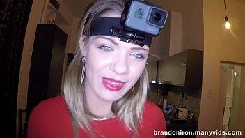 लौरा डालता है कैमरे पर उसके सिर करने के लिए कैमरे के रूप में वह एक Blowjob हो जाता है