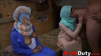 Les Arabes Pauvres, Elles Baise Pour Un Peu D'argent à Un Riche Mec