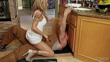 Porn With A Very Young Man, You've Fucking Mother-In-Law And The Woman Has Blonde Milf Sucks A Dick Of The Plumber