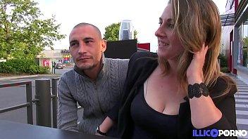 Dîner Romantique Et Sexe Chaud Non Protégé Avec Sonia