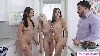 Tres Chicas Se Masturban Y Chupan A Un Chico Con Una Gran Polla