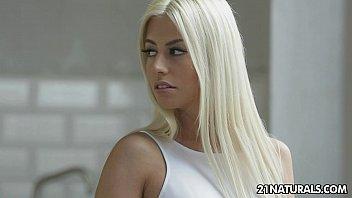 Superbe Blonde Prend Une Bite Dure De Son Amant Pervers