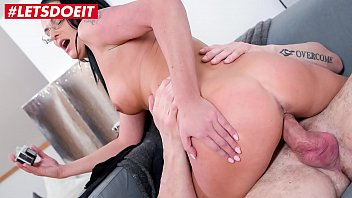 Hot Milf Gets Seduced And Fucked By Photographer