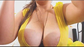 Gold Up In My Cleavage - Spankbang.Org
