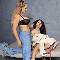 2 Hot Lesbians Fucking In Jail With A Strep