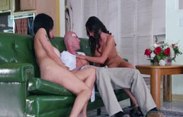 Anal Threesome With Two Sluts Tatoase