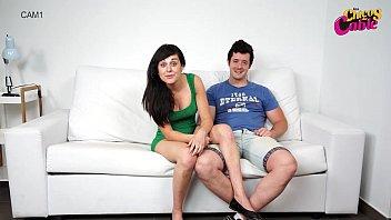 Vidéo Porno Andrea Tonciu A Des Rapports Sexuels Avec Son Mari Dans Le Salon
