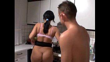 Jusqu'À Ce Que Les Cuisiniers À Avoir Des Relations Sexuelles Avec Elle
