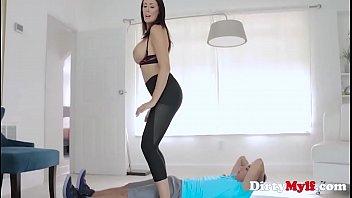 Brünette Milf's Yoga-Routine - Reagan-Foxx