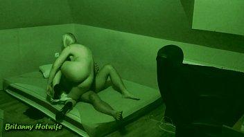 सेक्स के साथ रात में एक छिपे हुए कैमरे नौकरानी बिस्तर पर गड़बड़ कर दिया मजबूर