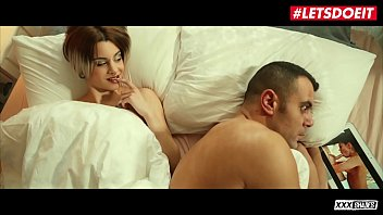 Der Vater Schaut Sich Pornos An Und Die Geile Tochter Fickt Ihn