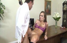 Big Tits Satin In Ihrem Eigenen Büro Gefickt