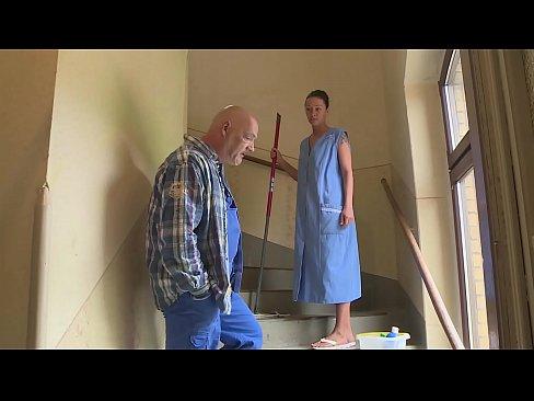 Die Putzfrau Im Waschkeller Hart Gefickt Hd - Deutsch