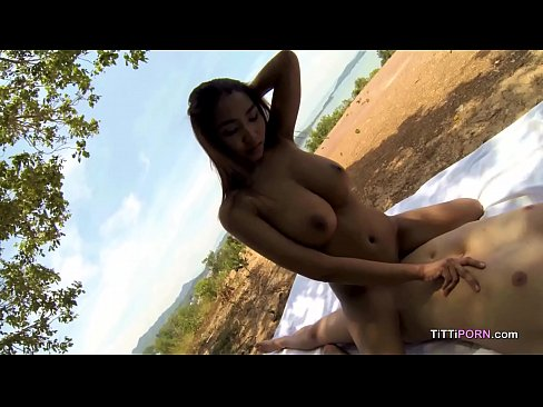 Big Naturals Bouncing Make A Scenic View