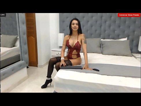 Mollya- Modelo Bailando Muy Sensual En Su Cuarto